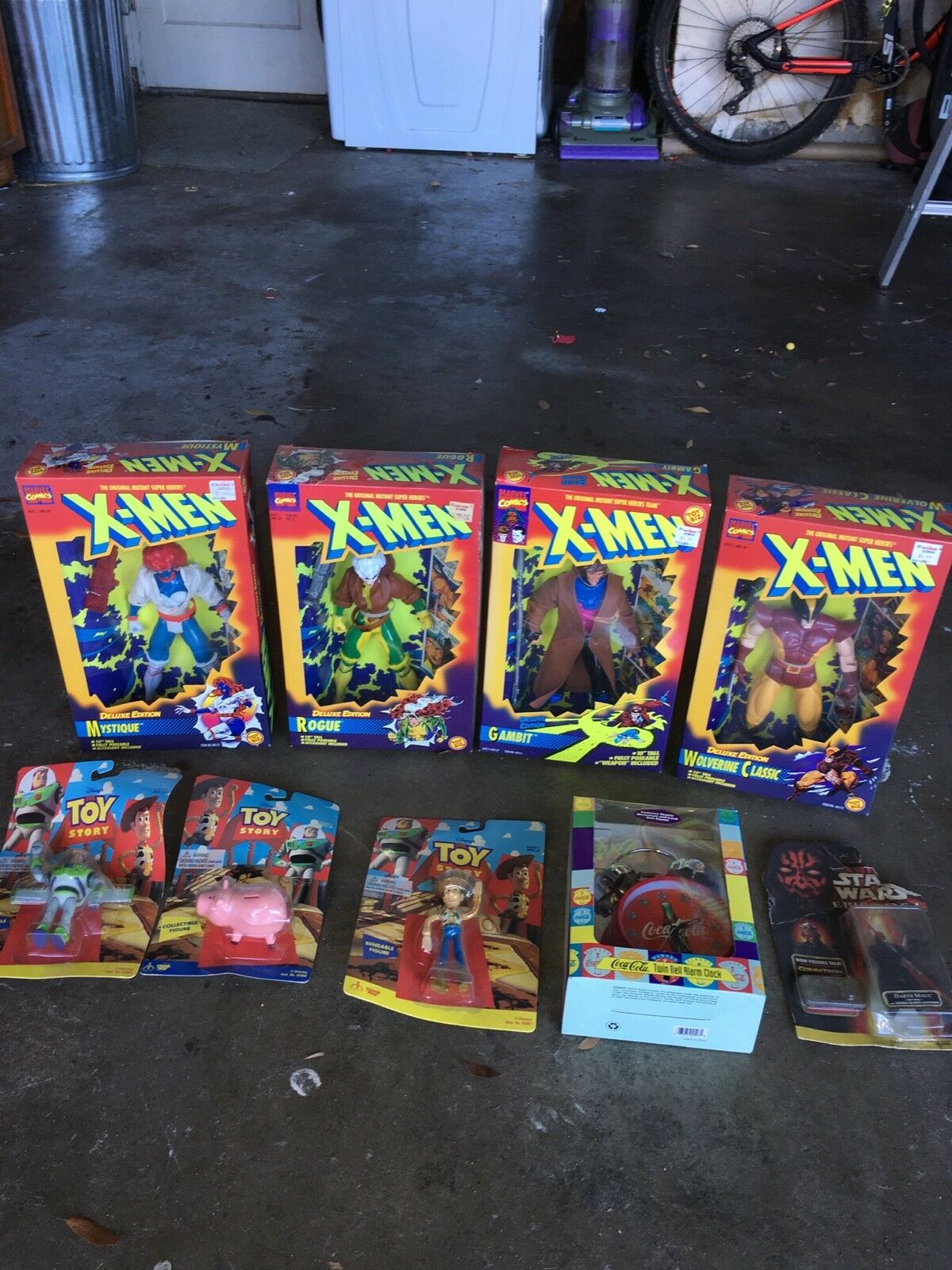 (4) X-Men Deluxe Edition Figurines and other toys