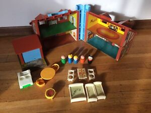 VTG-Fisher-Price-Little-People-Play-Family-House-Tudor-2-of-4