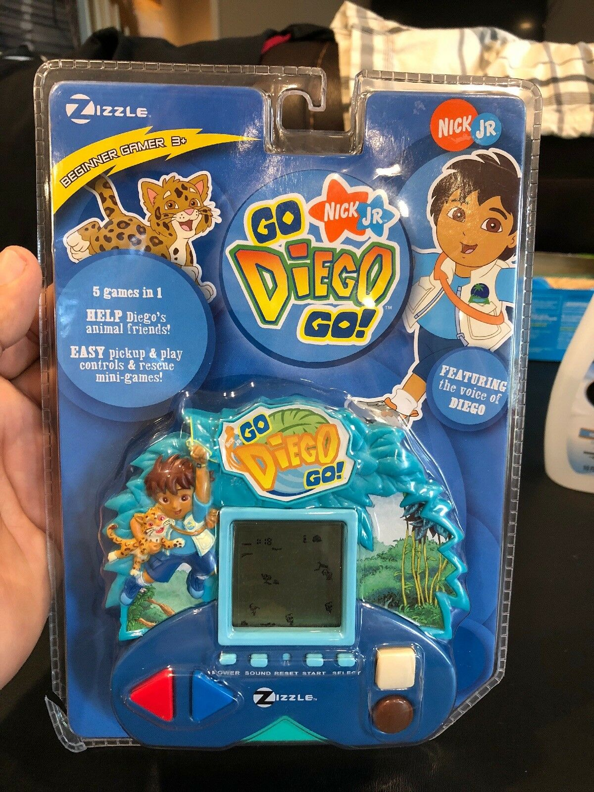 New Factory Sealed Zizzle Go Diego Go Hand Held Electronic Game 2006 Free Ship