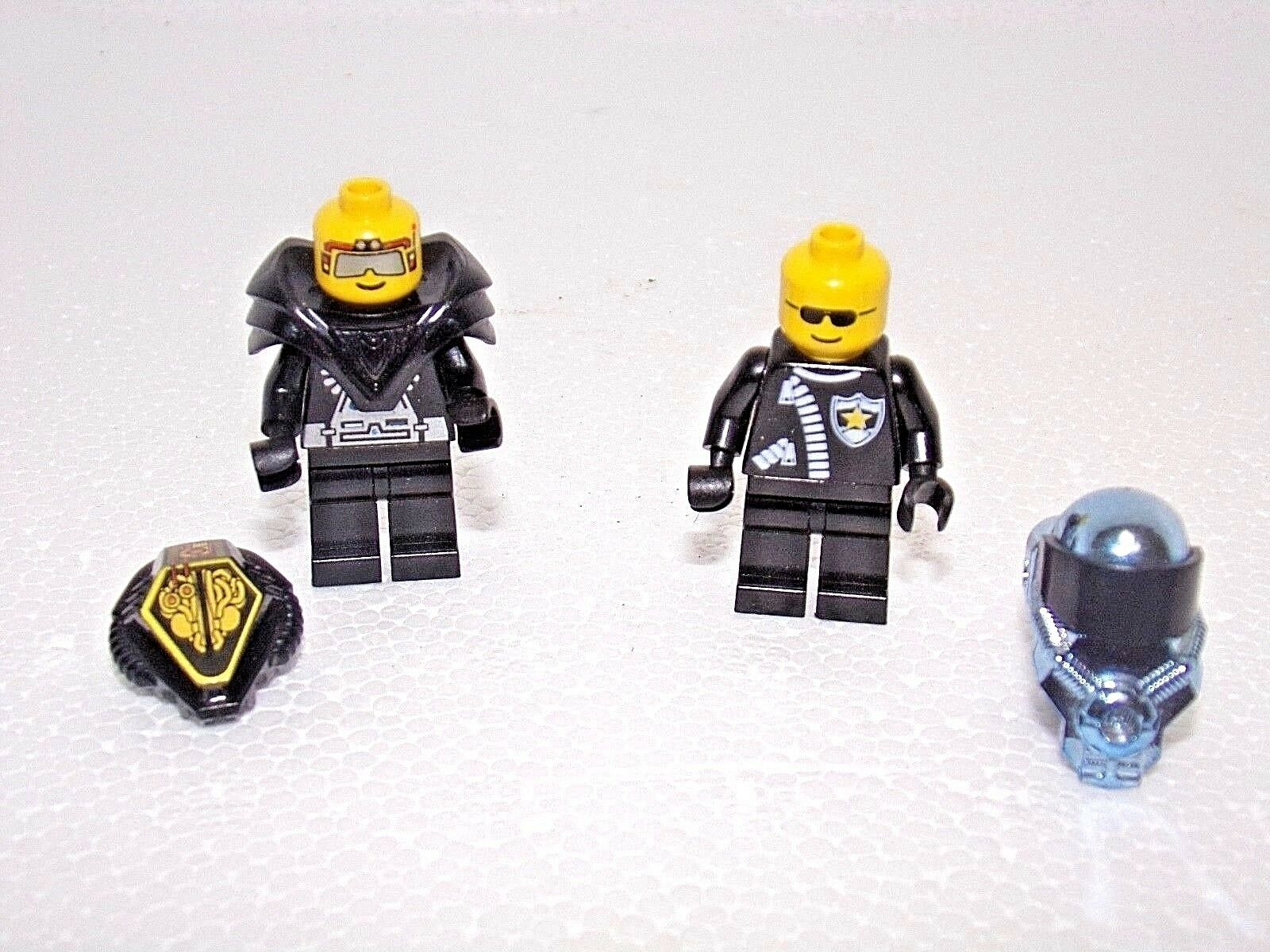 Lego Vintage Classic Space Minifigure With Helmets and Shoulder-pads   Fast Ship