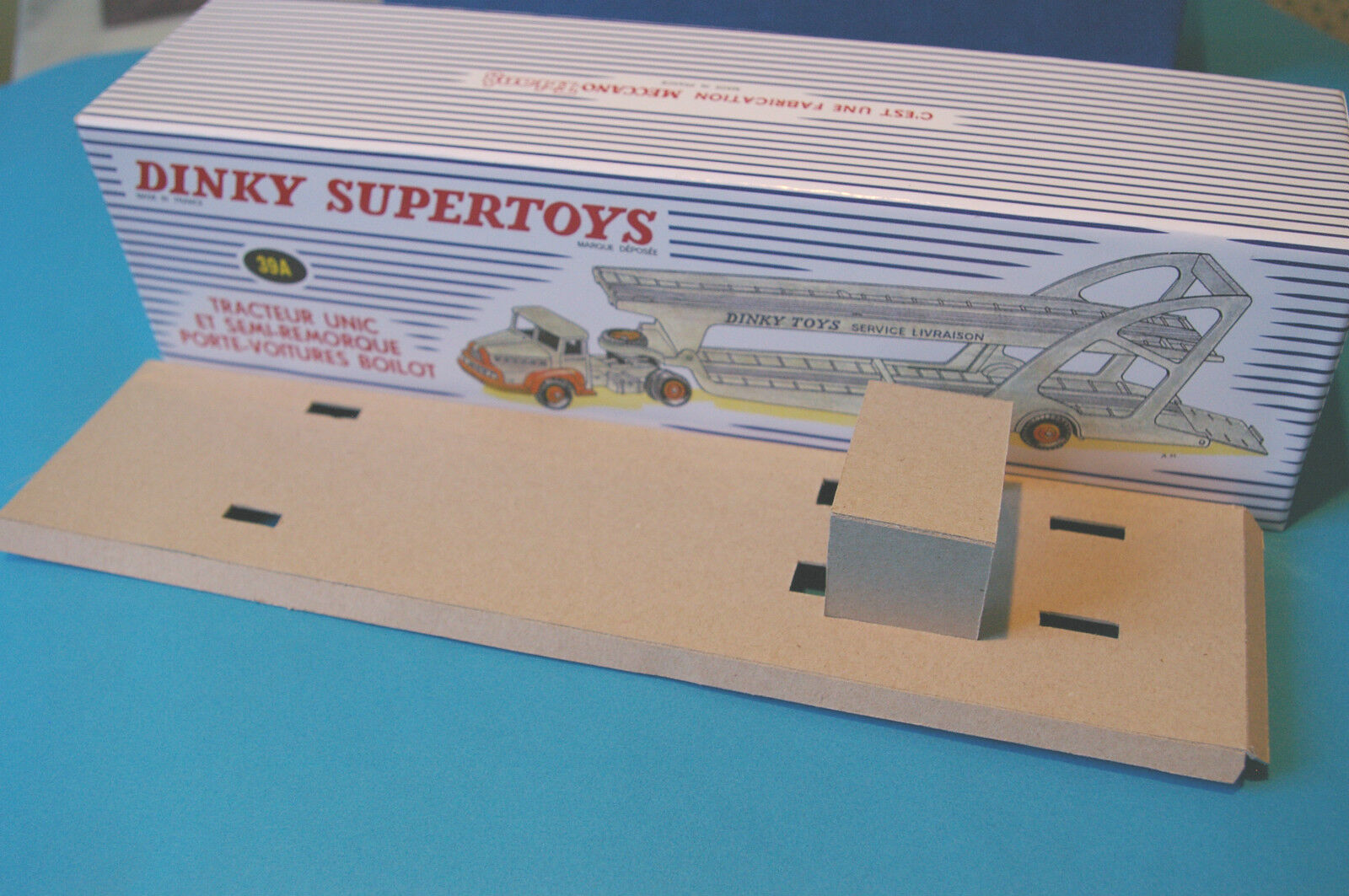 BOITE   DINKY SUPERTOYS BOILOT  TRACTEUR UNIC SA REMORQUE Ref :39 A REPRODUCTIO | Up-to-date Styling