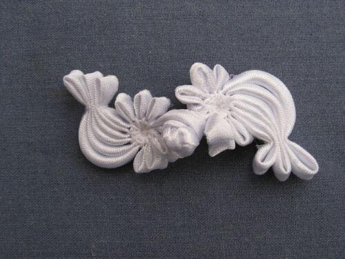 5 BEAUTIFUL SILK FLOWER FROG FASTENERS WHITE