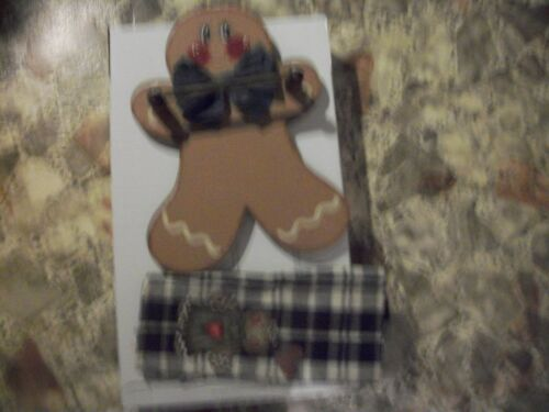 11`HAND PAINTED GINGERBREAD TOWEL HOLDERCHRISTMAS WITH TOWEL 11x16