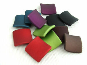 20-x-Rubberized-satin-acrylic-22mm-square-twist-beads-for-jewellery-amp-crafts