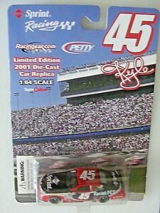 45-KYLE-PETTY-SPRINT-PCS-DODGE-R-T-TEAM-CALIBER-1-64-CAR-2001-NASCAR