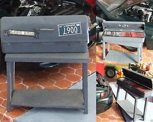 1-Tool-box-metal-colour-on-real-wood-stand-for-1-18-car-garage-diorama