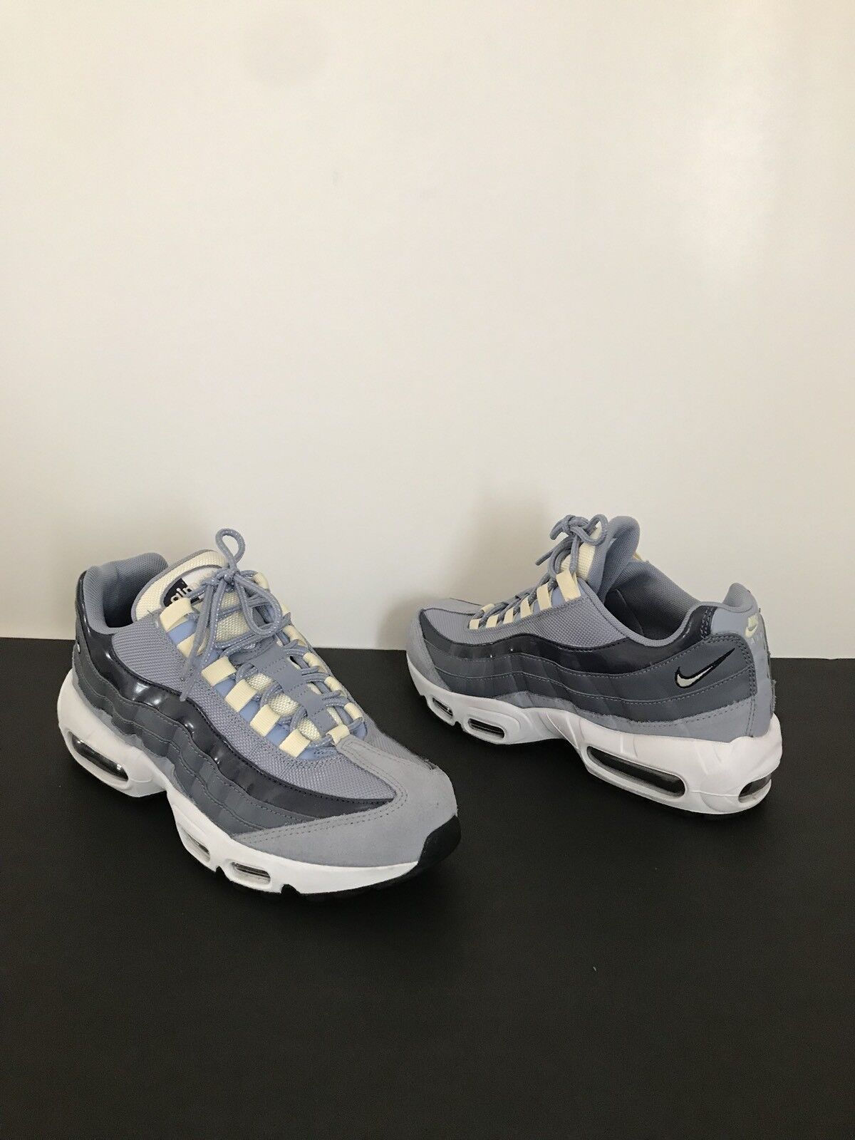 Nike Air Max 95 Running Shoe Glacier Grey/ Muslin Carbon Size 8 1/2