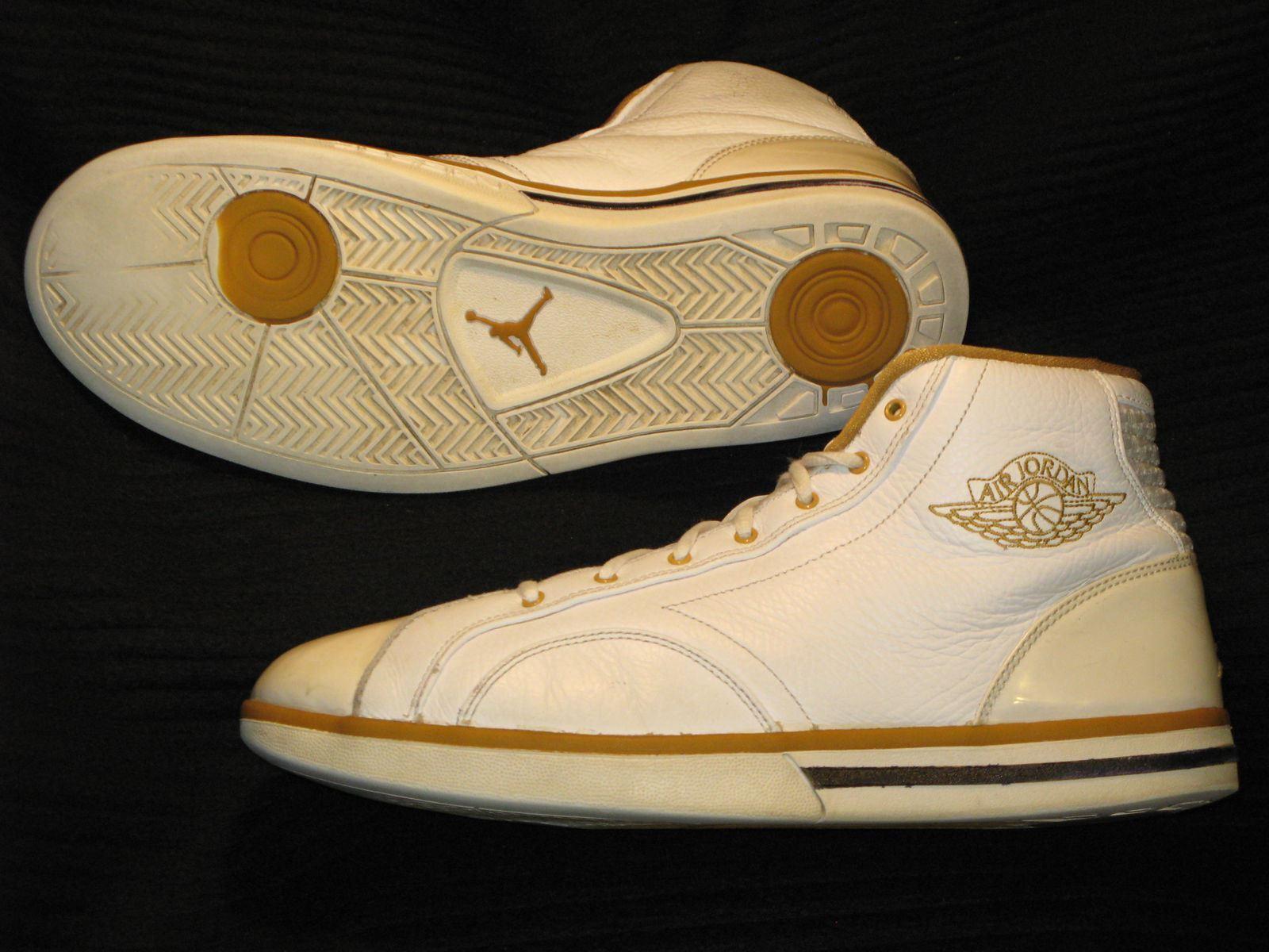 Jordan Phly Leather Mid Top Basketball shoes Sneaker White gold Sz 10.5. 1  cappello 1 sciarpa 1 maglia t-shirt MARADONA cotone buitoni 10 kit napoli  fra 8b776c5f5ed6