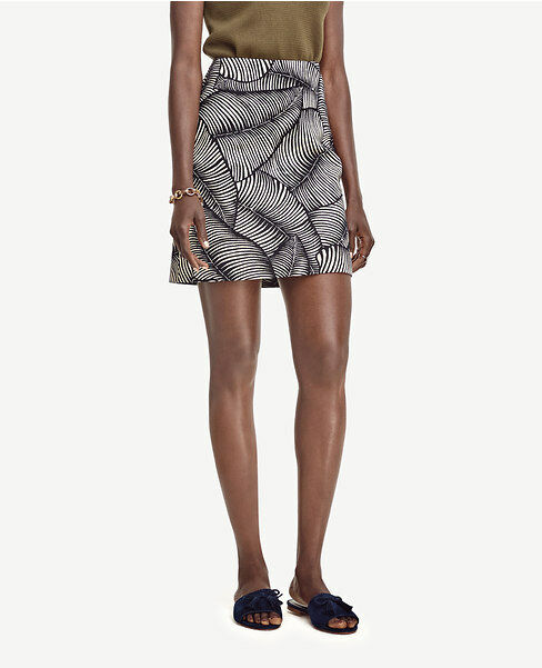 Ann Taylor - Woman's Size 4 Navy bluee Palm Print Mini Skirt  79 (D610)