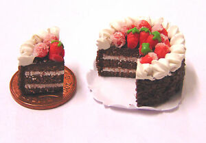 1-12-Sliced-Cake-With-Strawberries-Dolls-House-Miniature-Kitchen-Accessory-SC17