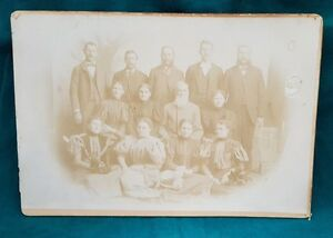 Antique-Photograph-J-H-Farmer-Late-1800s-Family-of-13-Approx-10-x-7-Sepia