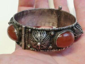 Ancien-bracelet-en-argent-massif-et-cornaline
