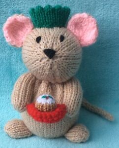 KNITTING PATTERN Currant the Christmas Mouse chocolate cover 16 cms toy