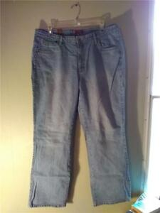 69bafcdde39 AURA BY WRANGLER LIGHT WASH STRETCH LOW RISE BOOTCUT JEANS SIZE 16 R ...