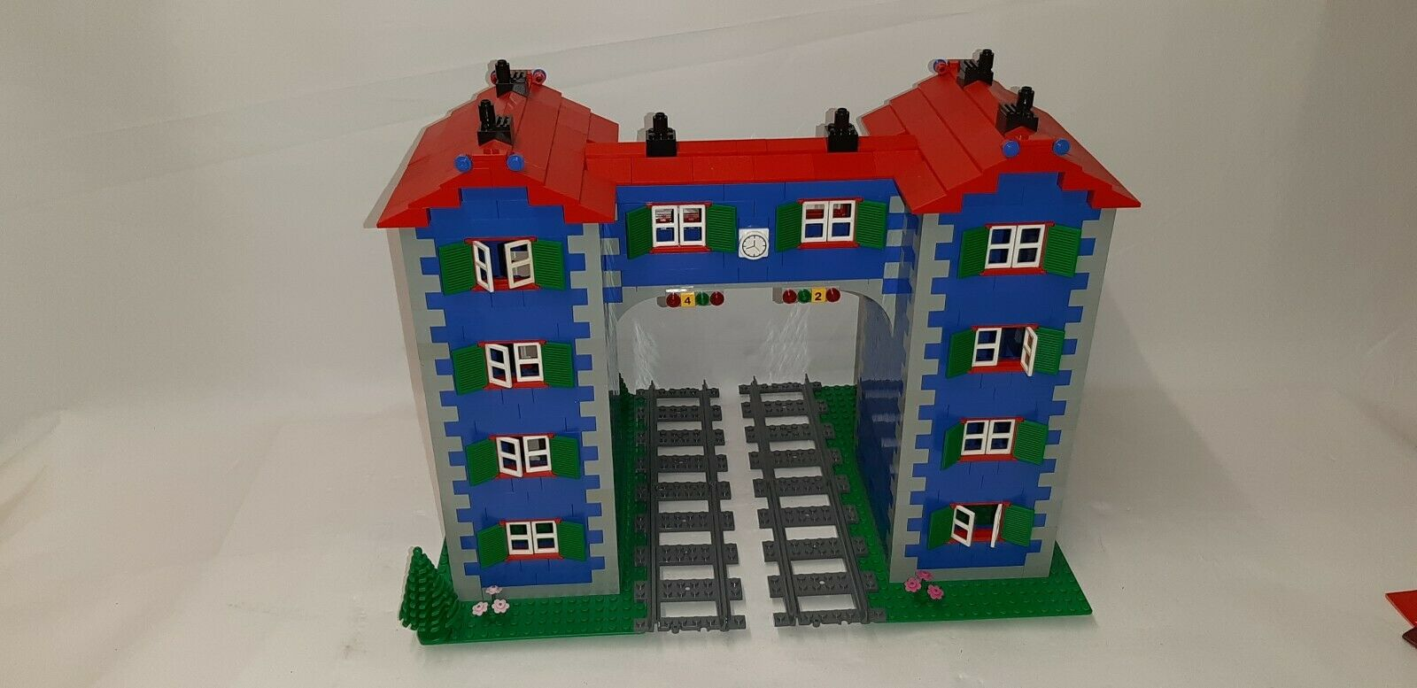 LEGO® CUSTOM TRAIN SIGNAL BOX HOUSE Nr. 1 - FOR 9 V TRAIN OR RC TRAIN -