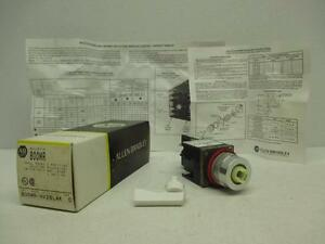 Allen Bradley 800MR-HV2BLAK Small 2 Position Maintained Selector Switch