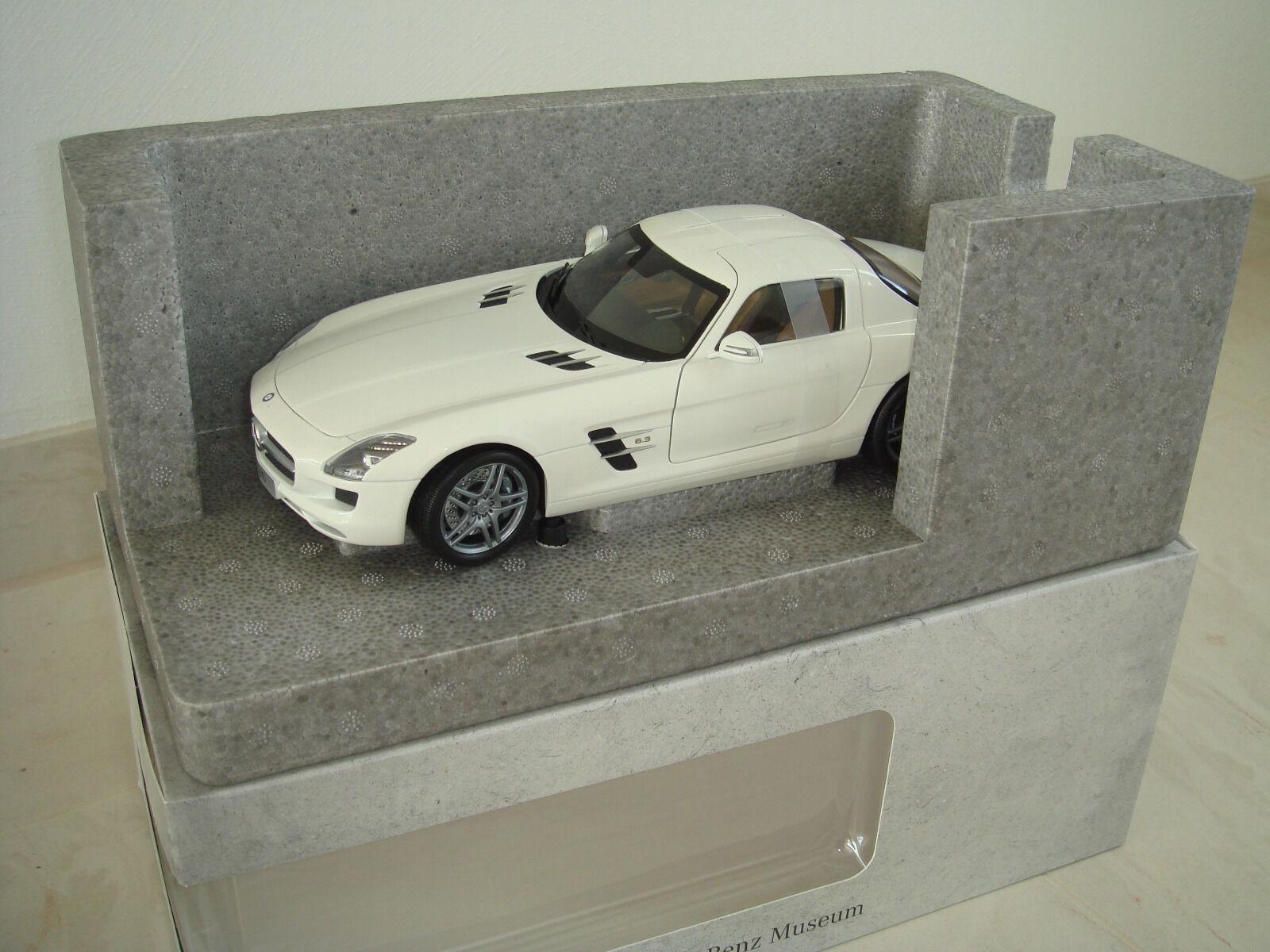 Mercedes Benz SLS AMG WHITE Minichamps Museum Edition 1 500 Lim. OVP 1 18