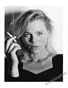 original-Foto-Portrait-Frau-mit-Zigarette-gestempelt-signiert-Barytpapier