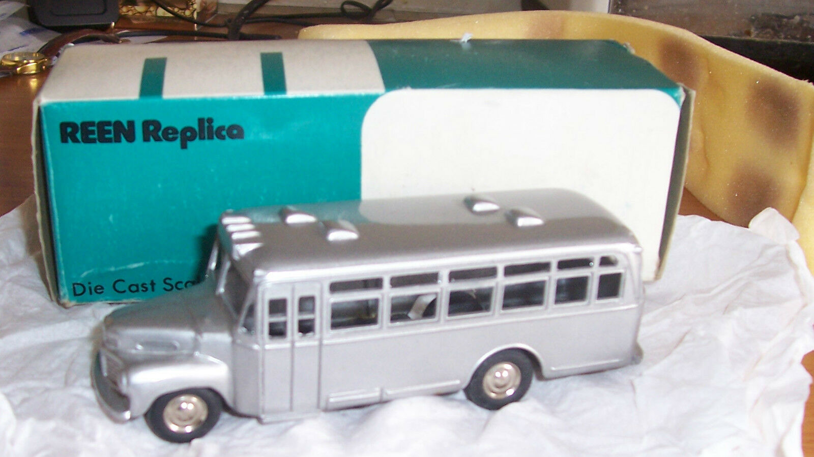 Reen Replica Vintage 1952 Nissan bus SCHOOL BUS JAPAN BOXED