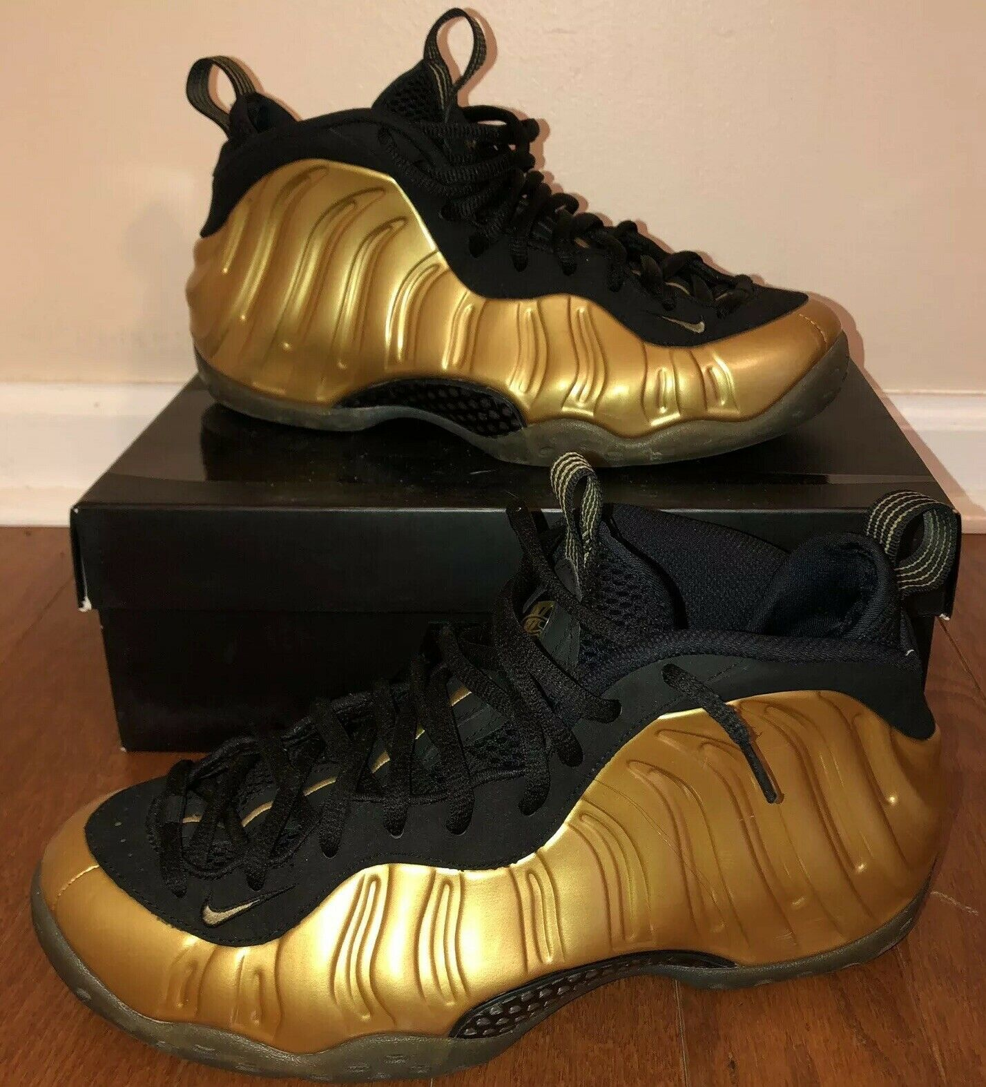 Nike Air Foamposite One Metallic gold Size 10 EUC