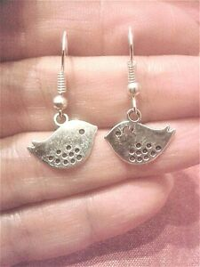 QUIRKY STEAMPUNK SILVER FISH CHARM EARRINGS KITSCH RETRO VINTAGE FUN /& FUNKY