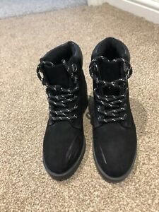 GIRLS / WOMENS BLACK FAUX SUEDE LACE UP