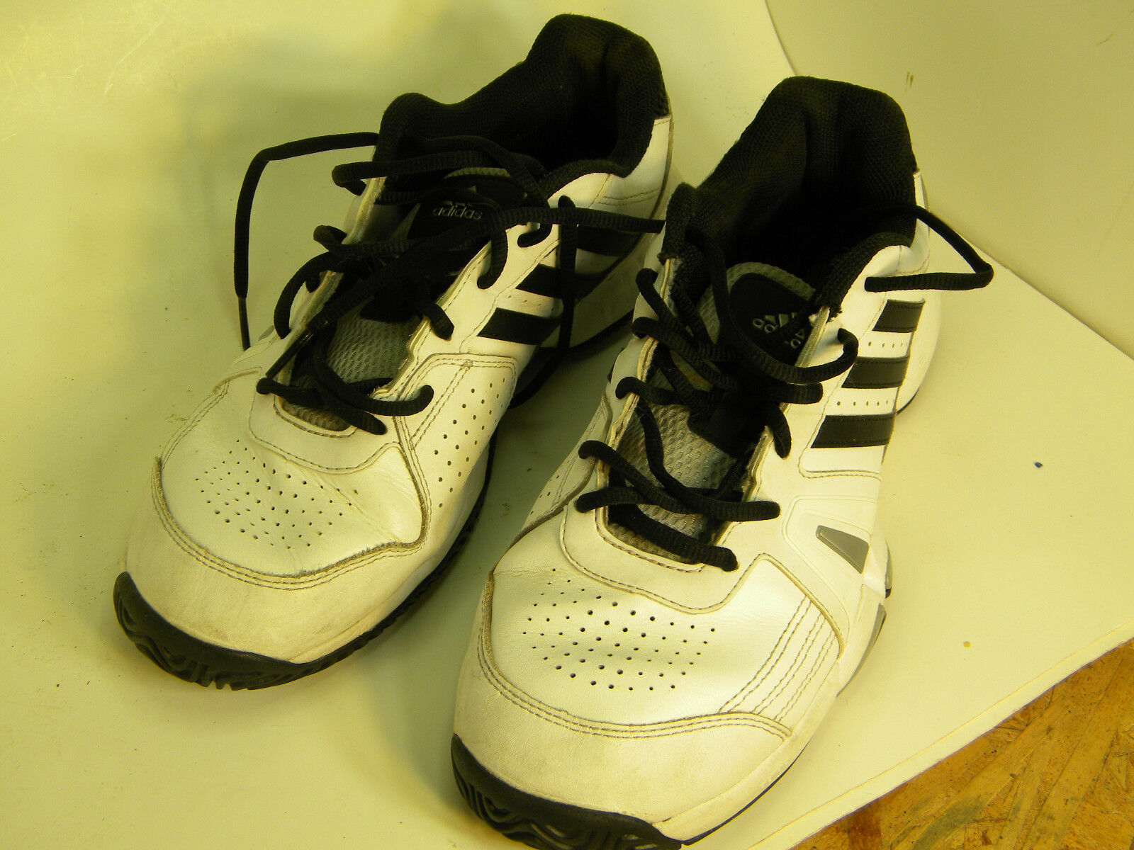 Adidas Men's AdiWear Athletic shoes Size 9.5, sports, running, outdoor.