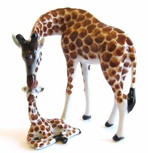 Hand-Painted-Miniature-Giraffe-with-baby-calf-figurine-approx-6cm-High