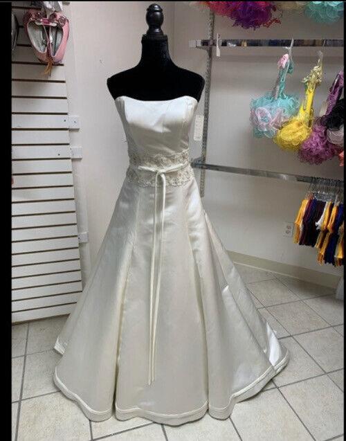 Size 6 Ivory Wedding Dress With Train NWT