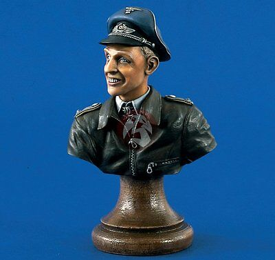 Verlinden 200mm (1/9) Erich Alfred Hartmann Bust Aces of the Luftwaffe WWII 1372
