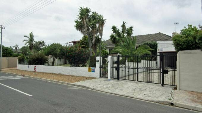 5 Bedroom with 3 Bathroom House For Sale in Milnerton Western Cape