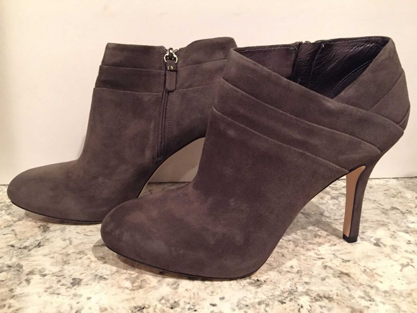 669e43550f2e ... Via Spiga Jovi Stylish Ankle Boots Suede Heel Zip Zip Zip Gray 10 M   225 New ...