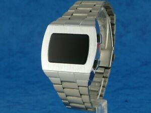 ELVIS-WATCH-2-1970s-Old-Vintage-Style-LED-LCD-DIGITAL-Rare-Retro-Watch-p1-SILVER