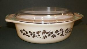 Pyrex GOLD ACORN Oval Casserole Bowl with Spaced Saver Lid 1½ qrts  #043