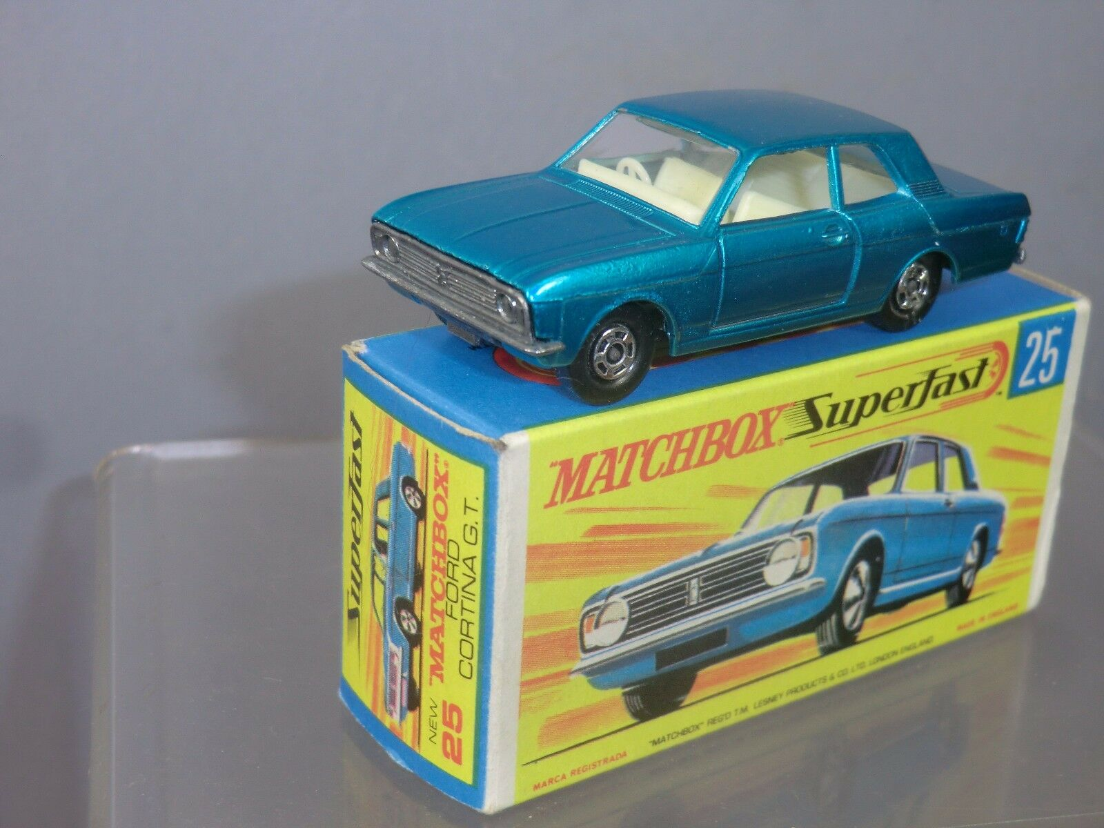 Matchbox Superfast Modelo No.25d  Ford Cortina GT  MIB