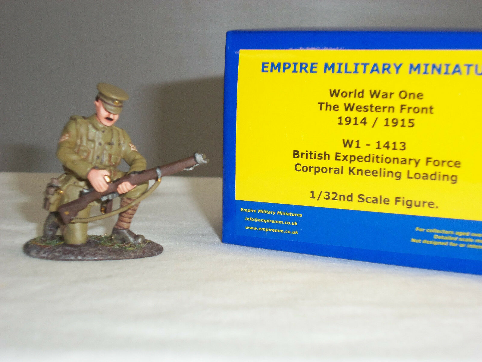EMPIRE W1-1413 BRITISH EXPEDITIONARY FORCE CORPORAL KNEELING LOADING TOY SOLDIER