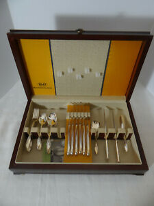 1847 Rogers Bros. IS Springtime Silverplate 34 Pcs. with Chest Service for 8
