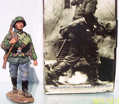KING & COUNTRY WW2 GERMAN ARMY WS115 WAFFEN MARCHING TROOPER MIB