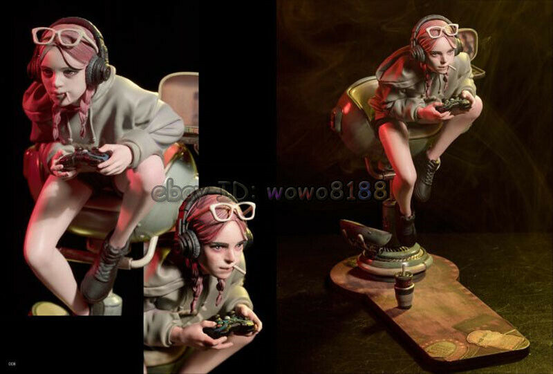 200MM High-Q WF2018S Girl Playing the Games Figure Model Garage Kit Unpainted