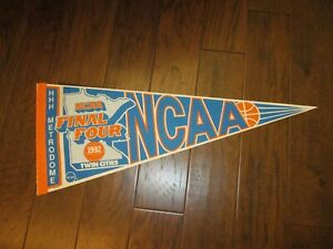 Vintage NCAA Final Four 1992 Twin Cities HHH Metrodome Wincraft Pennant