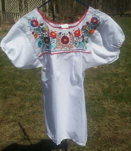 Puebla-Mexican-Blouse-Top-Shirt-White-Embroidered-Flowers-Floral-Medium-O