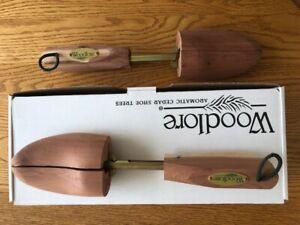 2 pair Woodlore Men's Shoe Tree's, Size Medium (8m - 9.5m), Adjustable and Cedar