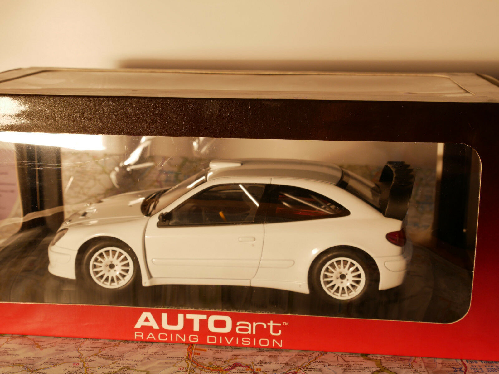 AUTO ART 2004 XSARA WRC PLAIN BODY VERSION  bianca  1:18  NEW