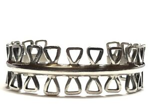 Vintage-Ladies-Sterling-Silver-Cuff-Bracelet-With-Unique-Design-MEXICO-Signed