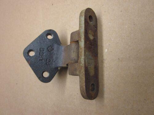 DATSUN  510 /& 1600 UPPER DOOR HINGE OVERHAUL SERVICE