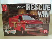 Amt - Retro Deluxe - Chevy Police / Fire Rescue Van - Model Kit (sealed)
