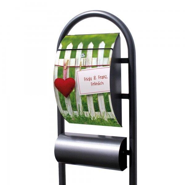 Personalisierter Standbriefkasten mit Motiv Gartenzaun Fotobriefkasten