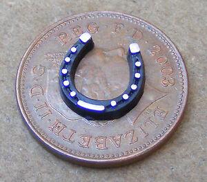 Escala 1:12th pequeño Lucky Zapato De Caballo Negro de casa de muñecas en miniatura accesorios 324