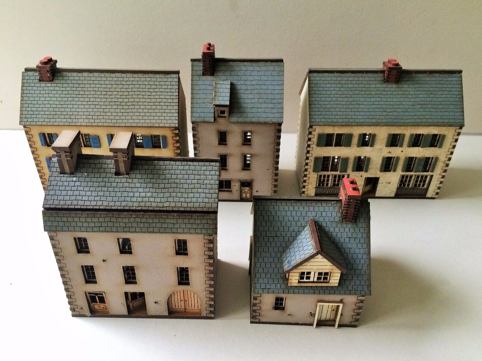 Set of 5  x 15mm Normandy PREPAINTED BUILDING KITS NEW BUILDINGS