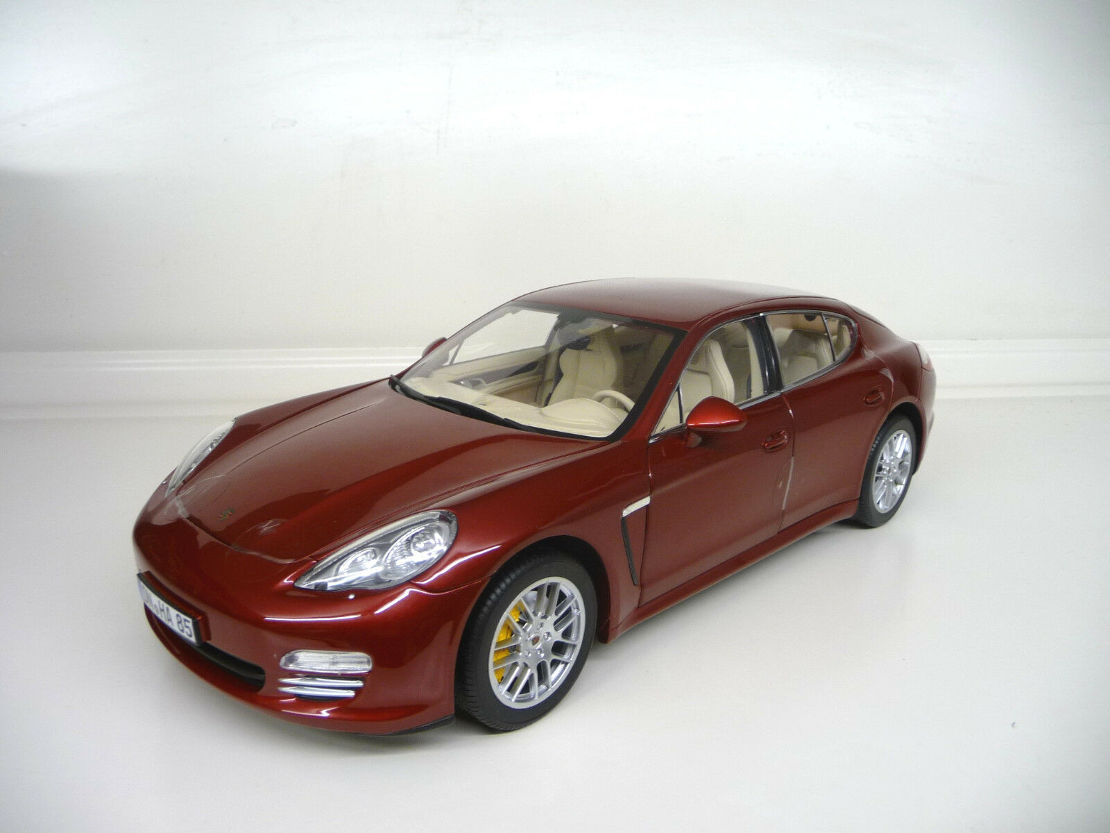 Porsche panamera 4s rot edition norev 1,18 free shipping worldwide.